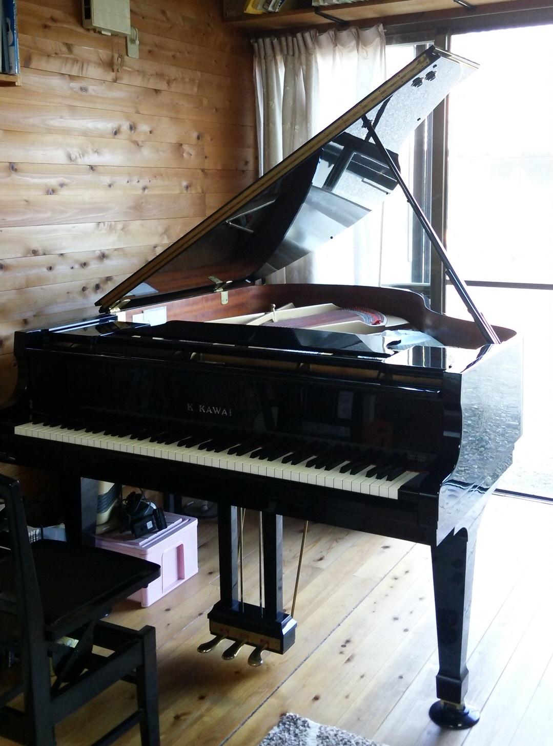 愛用のグランドピアノ