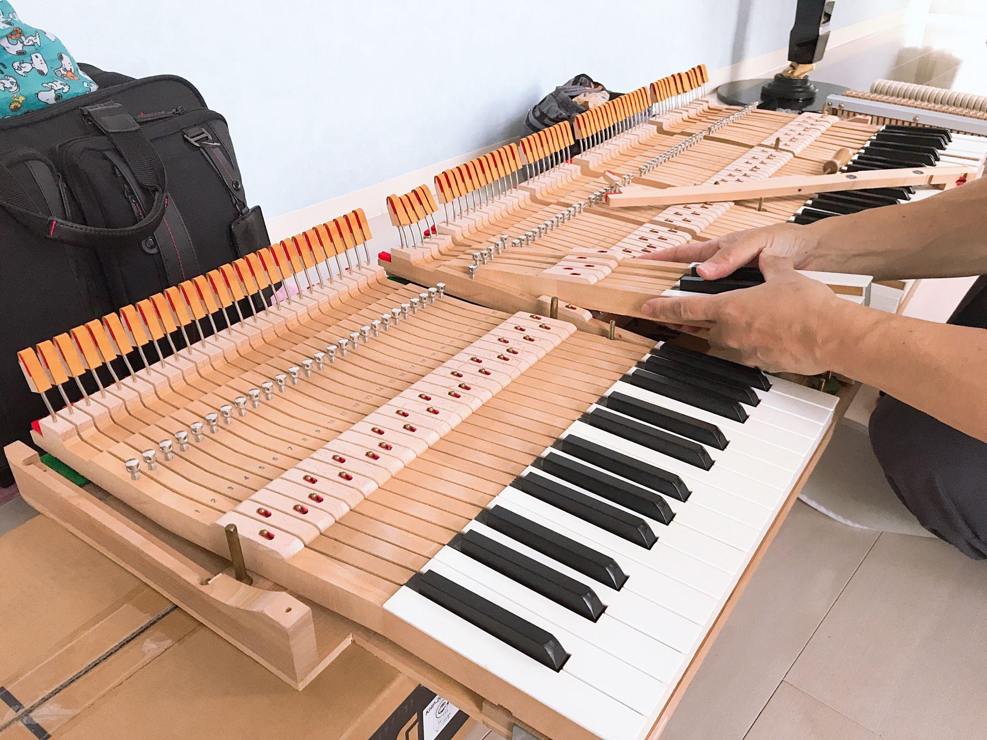 鍵盤の調整作業です。