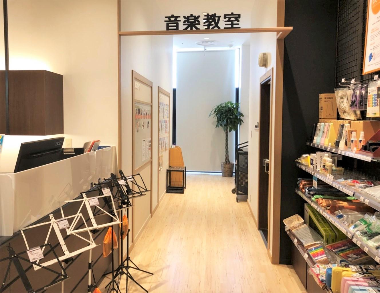 島村楽器アウトレット広島店 音楽教室 入口
